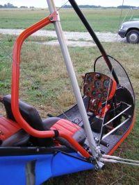 Motolotnia szkoleniowa, wyposażona dodatkowo w zdwojony gaz
